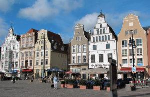 wiki_Rostock_Giebelhäuser_Markt